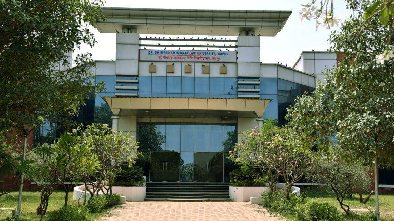 जयपुरः सरकार का खजाना खाली, विश्वविद्यालय प्रशासन लुटा रहा पैसा