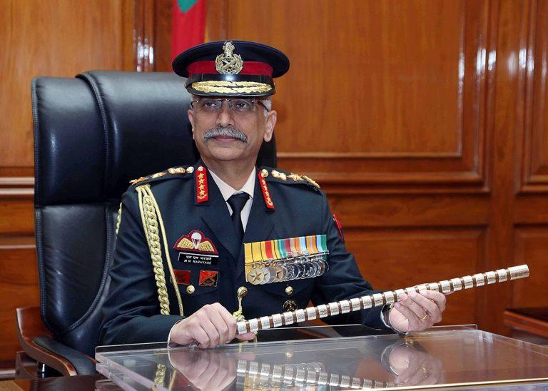 LAC: भारत-चीन के तनाव के बीच लद्दाख पहुंचे सेना प्रमुख जनरल नरवणे
