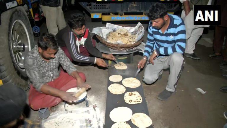 प्रवेश की इजाजत के बाद भी सिंधु बॉर्डर पर डटे किसान, बोले- दिल्ली घेरने आए हैं, दिल्ली में घिरने नहीं