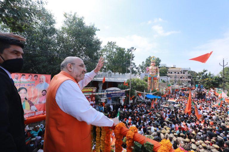 हैदराबाद में बोले शाह- ओवैसी लिखकर दें, बाहर निकाला जाएगा