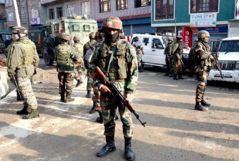 जम्मू-कश्मीरः आतंकियों ने सुरक्षा बलों पर किया हमला, 2 जवान शहीद