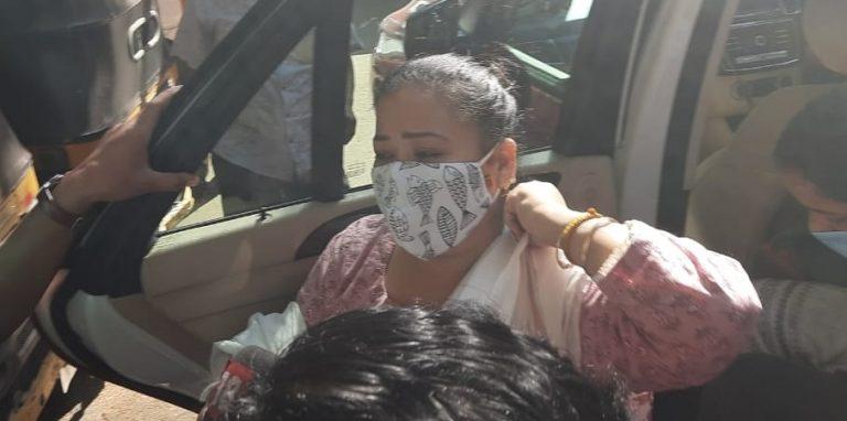 NCB ने किया भारती सिंह को गिरफ्तार, पति हर्ष पर भी गिरफ्तारी की तलवार