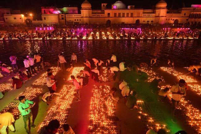 गिनीज बुक में दर्ज हुआ अयोध्या का नाम, एक साथ जलाए गए 6 लाख दीप