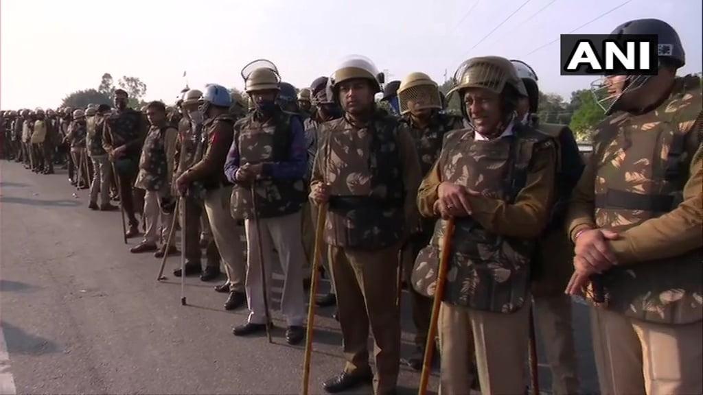 किसान संगठनों के विरोध प्रदर्शन के चलते दिल्ली-हरियाणा सीमा सील, CRPF तैनात, ड्रोन से रखी जा रही नजर