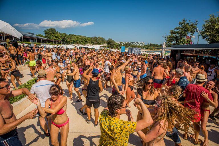 Beach पार्टी के लिए पूरी दुनिया में सबसे फेमस हैं ये 5 जगह