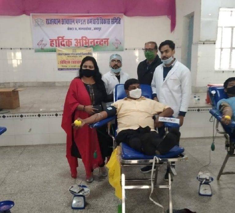 जयपुरः ब्लड डोनेशन कैंप में सड़क सुरक्षा का दिया संदेश, 112 यूनिट ब्लड किया एकत्र