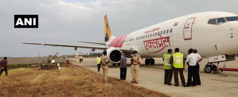 आंध्रप्रदेशः लैंडिंग के दौरान एयर इंडिया का प्लेन बिजली के खंभे से टकराया, सभी 64 यात्री सुरक्षित