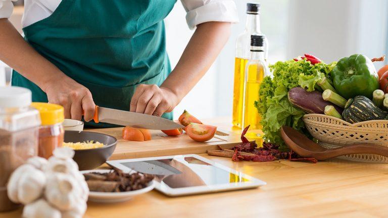 Kitchen Tips: खाना बनाते समय इन छोटी-छोटी बातों का रखें ध्यान, परफेक्ट बनेगा खाना