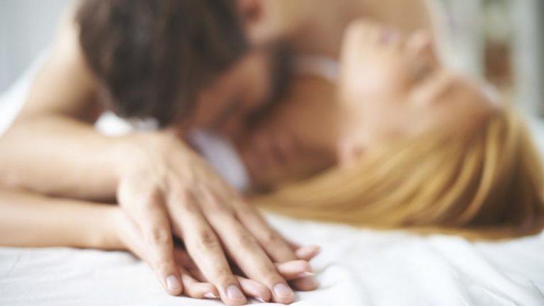 औरत की बॉडी लैंग्वेज बताती है कि वह Sex करना चाहती है या नहीं